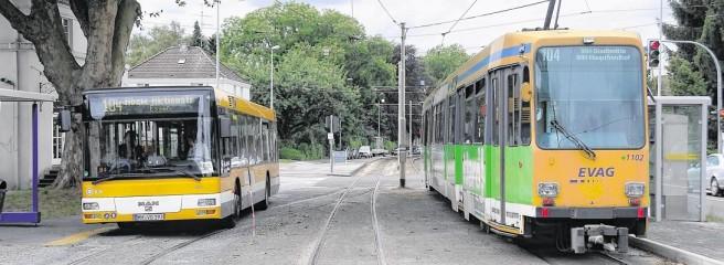 Dieses Bild hat ein leeres Alt-Attribut. Der Dateiname ist Linie104-Bahn+Bus.jpg