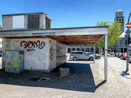 Dieses Bild hat ein leeres Alt-Attribut. Der Dateiname ist Kiosk-Rathausplatz.jpg